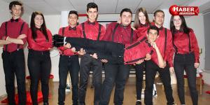 Samsun Cumhuriyet Anadolu Lisesi Edebiyat Şiir Grubu öğrencilerinden şiir dolu gece