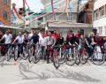 Öğrencilere bisiklet hediye ettiler