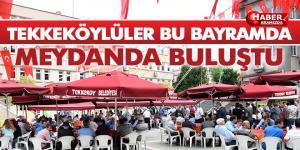Tekkeköy'de meydanda bayramlaşma geleneği devam ediyor