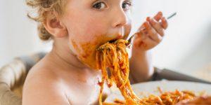 Bebeklerde ek gıdaya geçerken tuzdan uzak durun