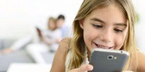 """""""Çocukları internetle baş başa bırakmayın"""""""