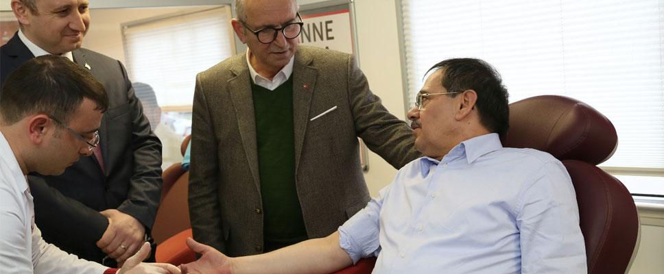 Mustafa Demir, kan bağışında bulundu