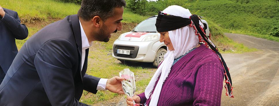 Ayvacık Belediye Başkanından Annelere Ziyaret