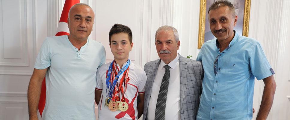 Başkan Demirtaş Şampiyonu Altınla Ödüllendirdi