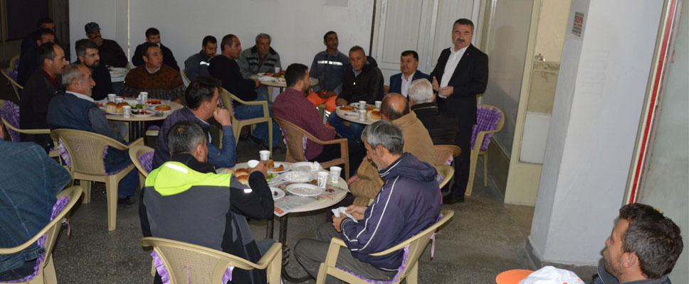 Başkan Özdemir İşçilerle Kahvaltı Yaptı